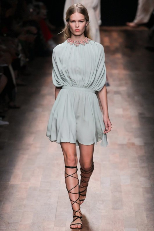 valentino-spring-2015-ready-to-wear-sandalias-gladiadoras_summer-2015