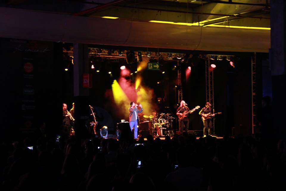Looks in Concert Djavan 13