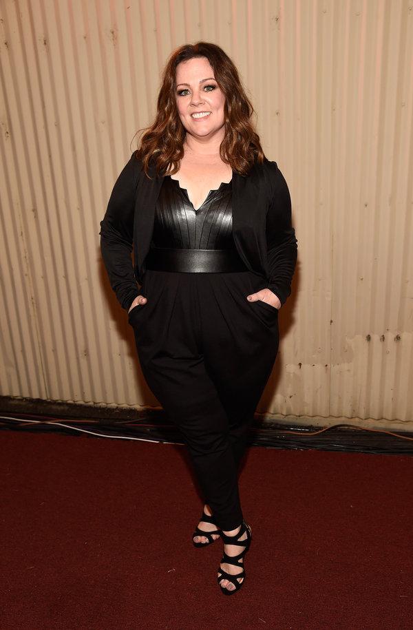A atriz apareceu em um macacão com a parte de cima em couro de cor preta, é claro. Também foi uma das mais bem vestidas da noite.