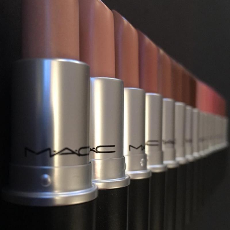 7bcfa93d7 Nicki Minaj domina os corações dos fãs e o mundo do hip-hop com suas rimas  afiadas. Ela também é responsável por um dos batons mais vendidos da MAC: o  Viva ...