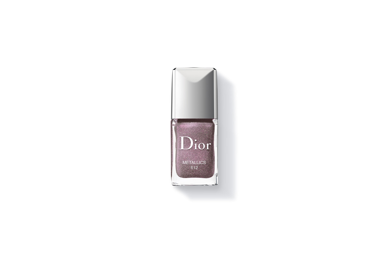 c48833c92 A Dior também lançou esse tom metálico maravilhoso, o Metallics. É ...