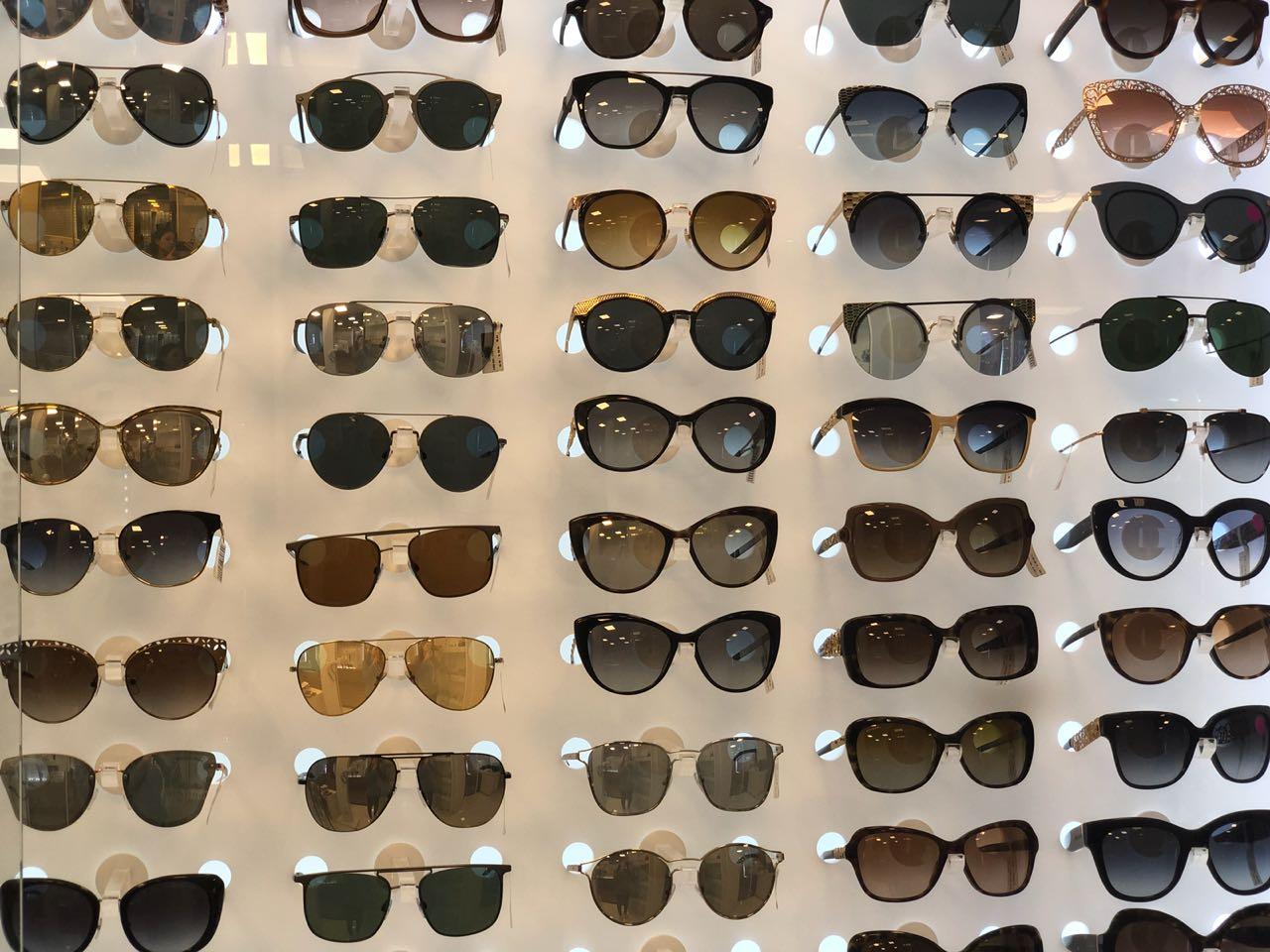 b638b8cd0 E além disso ela ainda está com uma mega promoção em produtos selecionados  na loja. Muitos óculos de sol e de grau para você escolher o seu favorito.